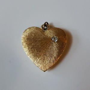 Vintage heart pendant! Gold heart with stone